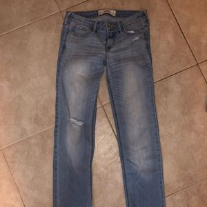 LIGHT BLUE DENIM WOMEN'S HOLLISTER JEANS SIZE 5